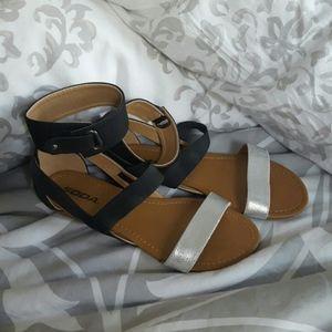 Modcloth Soda Silver Black Velcro Sandals NWOT